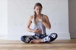 فواید یوگای صبحگاهی - 5 حرکت یوگای اول صبح برای افراد مبتدی | پزشکی